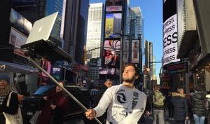 Der MacBook Selfie Stick erobert die Welt