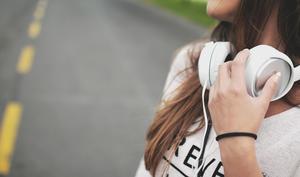 Wahnsinnig Retro: Walkie-Talkie mit Lightning-Kopfhörern fürs iPhone geplant