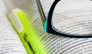 Papier ist geduldig: Reduzierte Computerbücher von O'Reilly, Franzis, Hanser und anderen