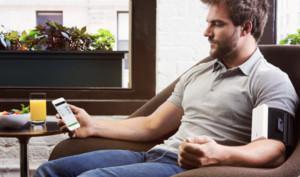 Intelligenter Blutdruckmonitor: QardioArm nun auch bei Apple erhältlich
