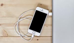 Mit diesem Trick können Sie Ihr iPhone ohne Vibration oder Ton zum Laden anstecken