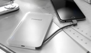 Power für unterwegs: Kompakte Powerbank mit integriertem Lightning-Kabel derzeit reduziert