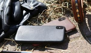 Der Vergleich - Der Artwizz Leather Clip gegen Apples Leder Case
