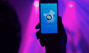 Shazam-Übernahme: EU steht Spotify gegen Apple Music bei