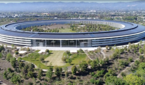 GIF: Apple öffnet die Glasfront der Cafeteria auf spektakuläre Art