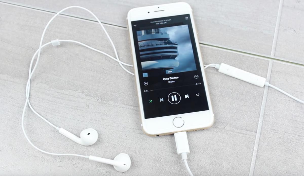 earpod kopfh rer mit neuem lightning anschluss mac life. Black Bedroom Furniture Sets. Home Design Ideas