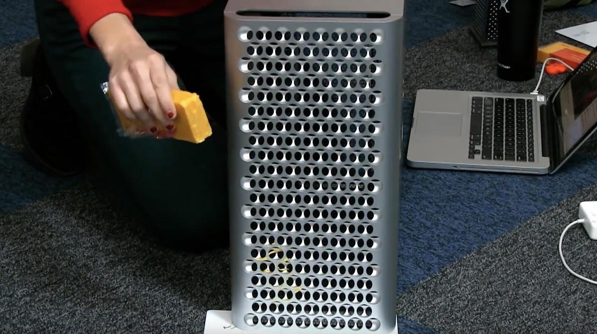iFixit reibt Käse mit dem Mac Pro