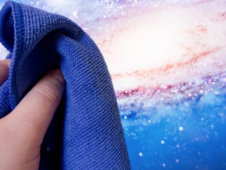 <strong>Display reinigen:</strong> Ein Mikrofasertuch in Kombination mit ein wenig destiliertem Wasser entfernt zuverlässig Fingerabdrücke und sonstigen Schmutz.