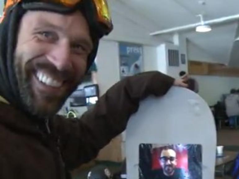 """Netzfundstück: Snowboarder ehren Steve Jobs mit """"iShred"""""""