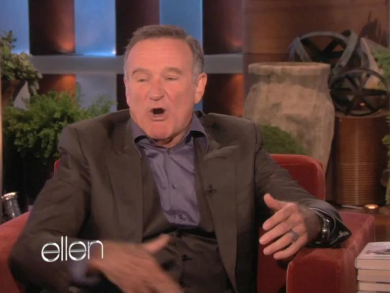 Robin Williams persifliert Siri