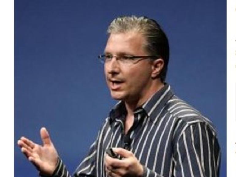 iOS-Marketingchef Greg Joswiak schaut sich auf der CES um