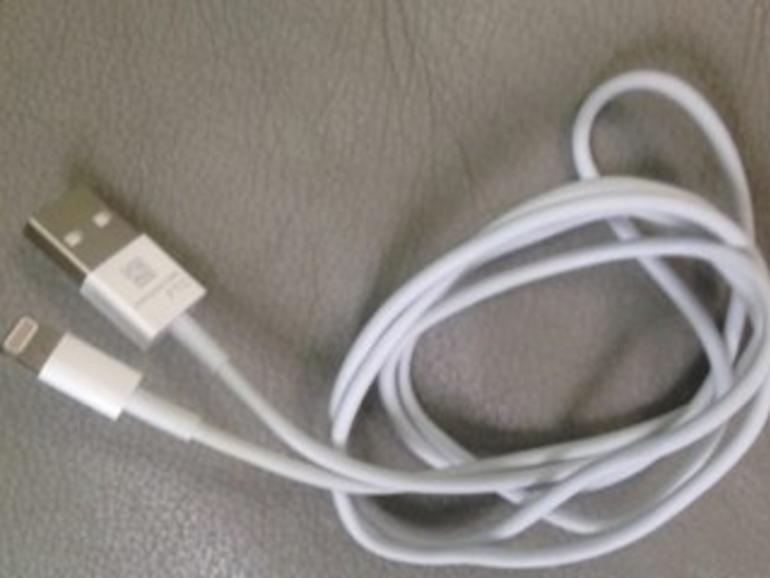 iPhone 5: Foto zeigt neues Dock-Connector-Kabel