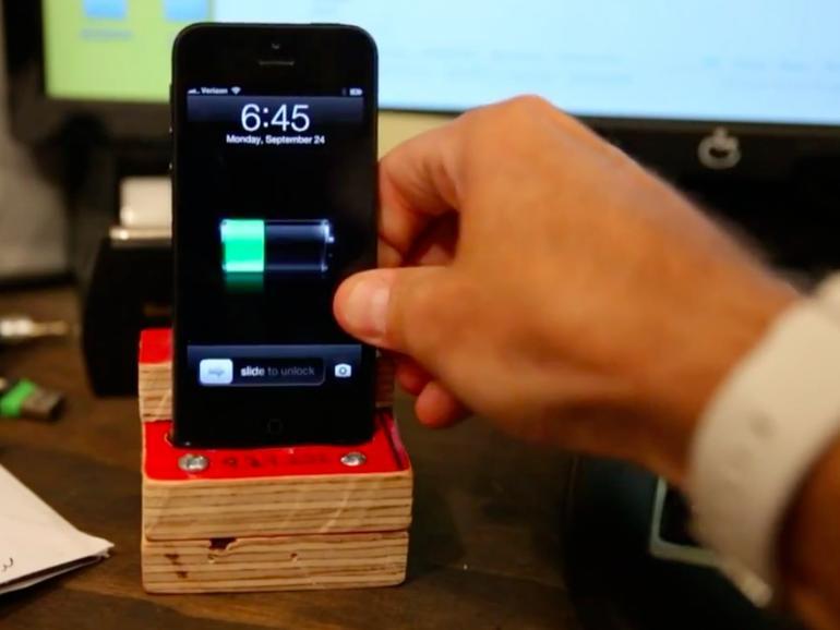 Netzfundstück: Das 1-Dollar-DIY-Dock für das iPhone 5