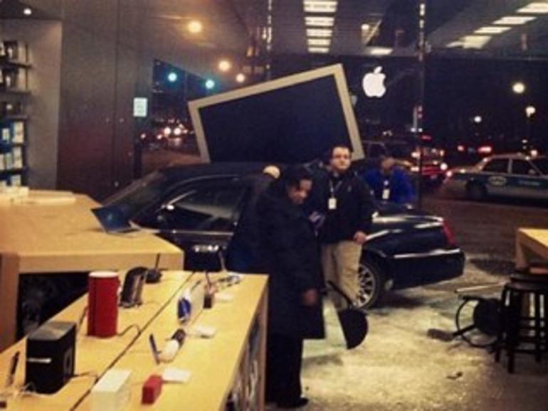 Apple Store: Auto durchbricht Glasfront