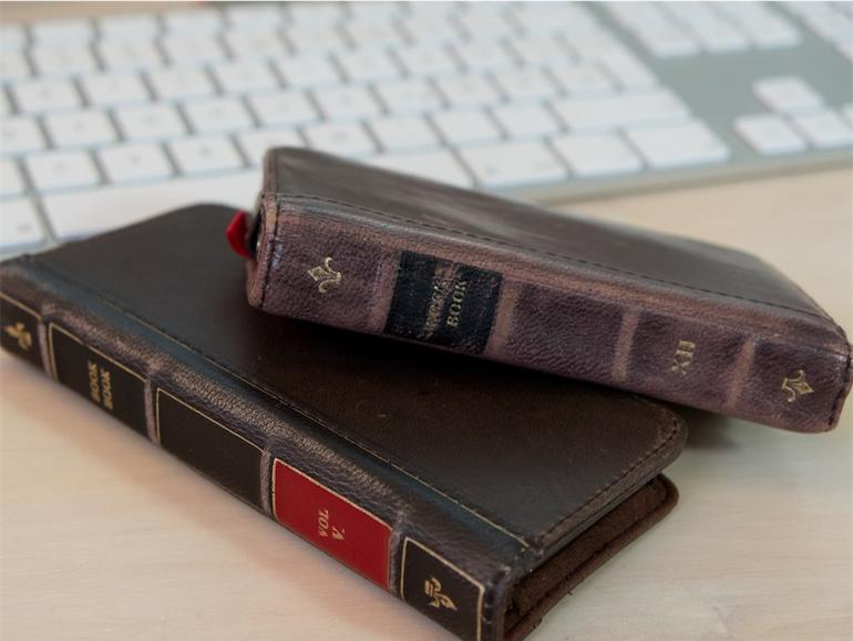 Die BookBook-Hüllen für das iPhone 4/4S und iPhone 5 in ihrer vollen Pracht