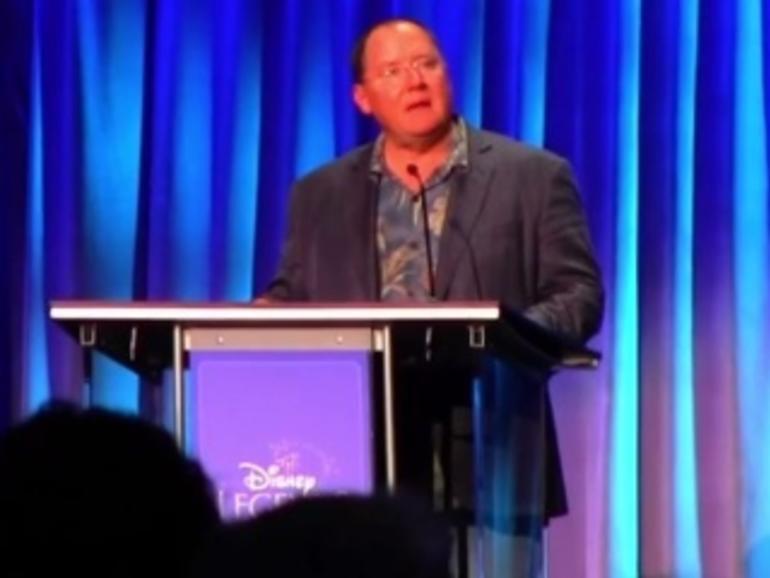 "Pixar-Gründungsmitglied John Lasseter nimmt Steve Jobs' ""Disney Legends""-Award entgegen"