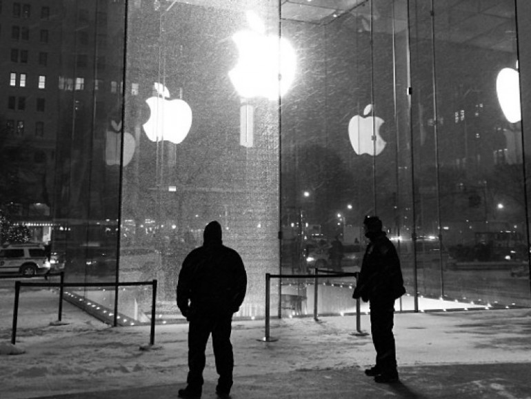 Schneefräse verursacht mehr als 300.000 Euro Schaden an Apple Store