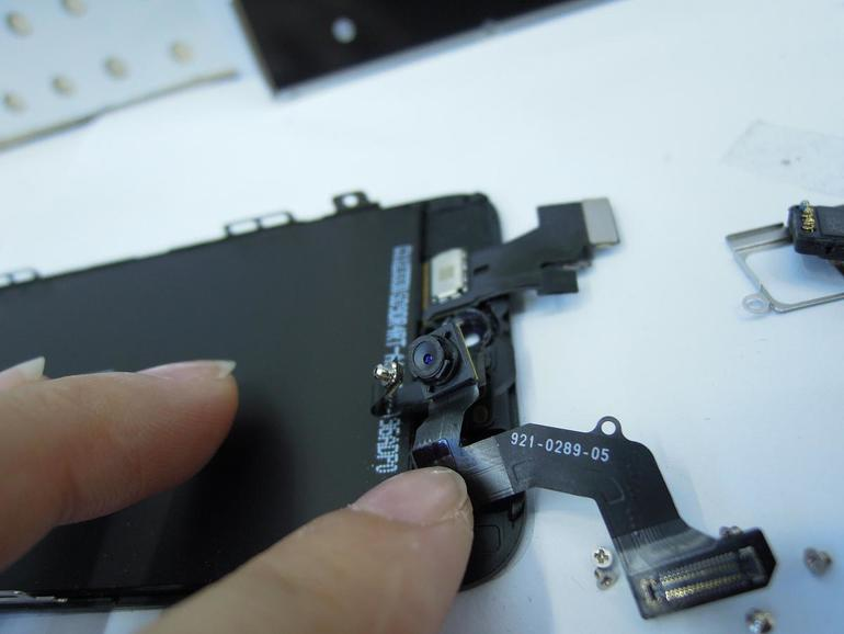 iPhone 5: Neue Fotos zeigen Ohrteil-Lautsprecher im Detail