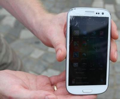 "iPhone 5 vs Galaxy SIII: Neues Apple-Smartphone gewinnt den ""Sturztest"""