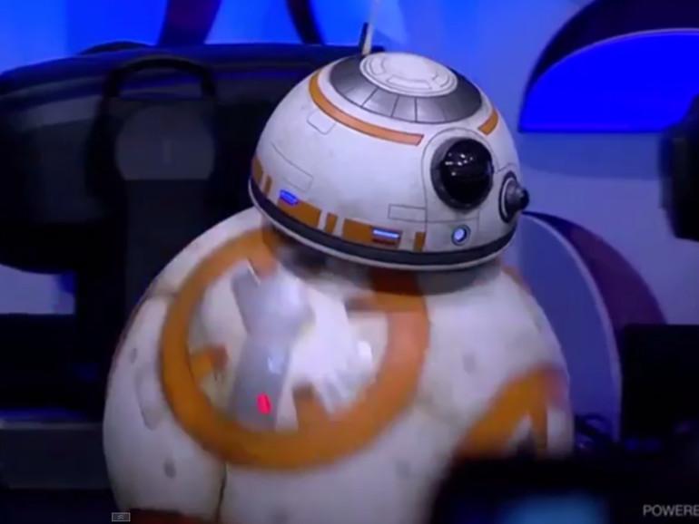 Der Droide, der bereits zwei kurze Auftritte in den beiden Trailern zu Star Wars: Episode VII – Das Erwachen der Macht hatte, besitzt den Namen BB-8