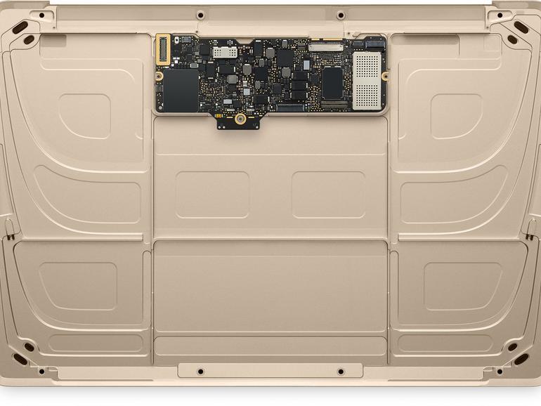 Der eigentliche Computer im Gehäuse ist winzig. Den Rest füllt Apple mit Akkus auf.