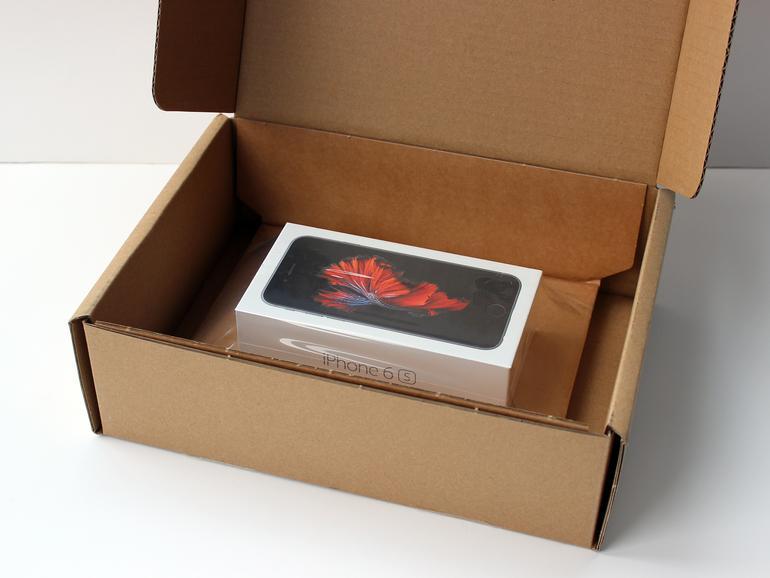 Endlich da! Das vorbestellte iPhone 6s kommt gut verpackt und pünktlich per Express-Kurier.