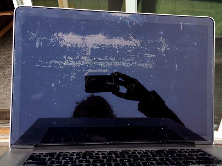 how to wipe macbook pro retina clean