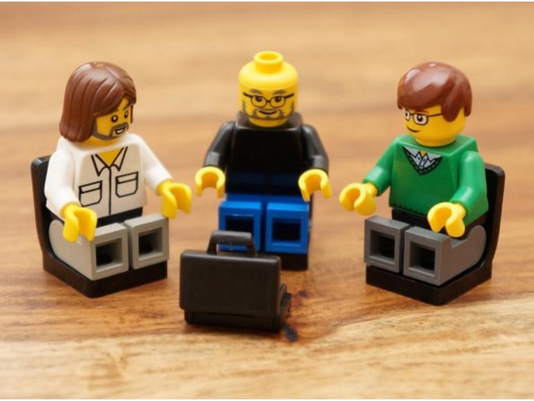 Für 12,90 Euro können sich Tech-Fans berühmte Persönlichkeiten als Lego-Figuren kaufen, zum Beispiel Steve Jobs.