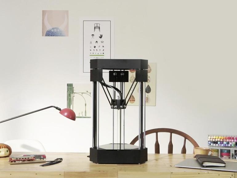 Die meisten 3D-Drucker starten als Kickstarter-Projekte. So auch der dreieckige FLUX, ein kompakter Drucker, der sich mit Modulen für Lasergravur und 3D-Scanning erweitern lässt.