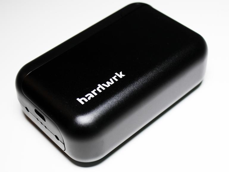 160 Gramm bringt TopGum auf die Waage, das sind rund 20 Gramm mehr als ein iPhone 6s. In der Laptop- oder Handtasche stört das zusätzliche Gewicht aber kaum kaum.