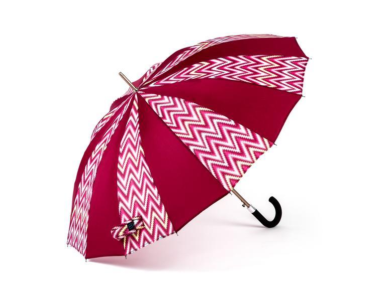 In den Regenschirm ist eine Batterie eingebaut. Per Bluetooth und App verbindet sich Kisha dann mit dem iPhone.