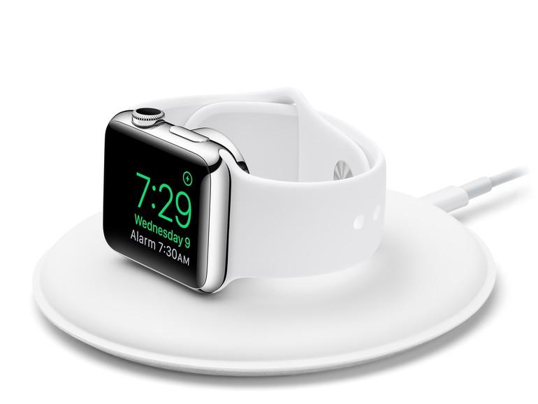 Apple liefert mit dem magnetischen Ladedock das erste Zubehör für die Apple Watch aus.