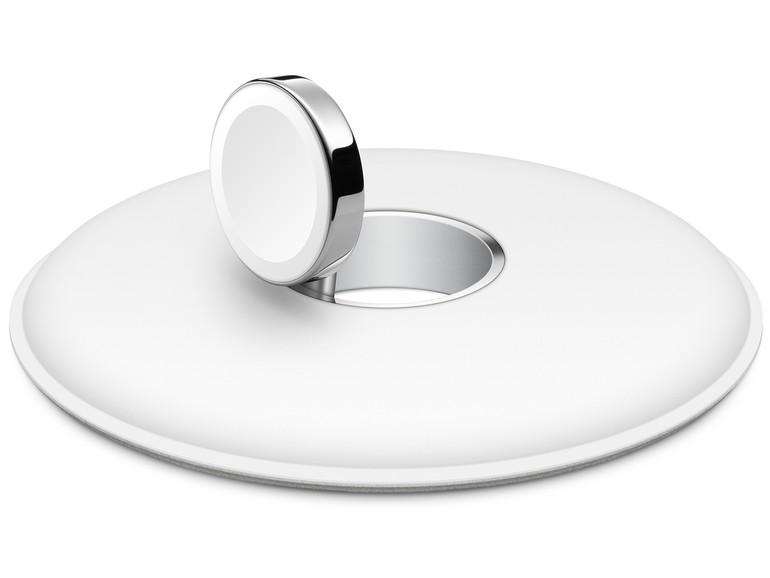 Die Ladeeinheit lässt sich um bis zu 90 Grad anwinkeln. So kann die Apple Watch liegend oder aufrecht geladen werden.