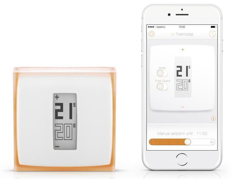Den Tado-Thermostaten kann man überall hinstellen oder an die Wand hängen. Die iPhone-App ist simpel gehalten und steuert den Thermostaten aus der Ferne.