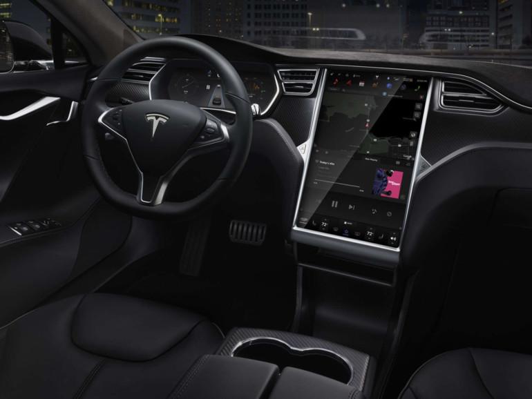 Im Tesla wird nahezu jede Funktion über das Display in der Mittelkonsole gesteuert