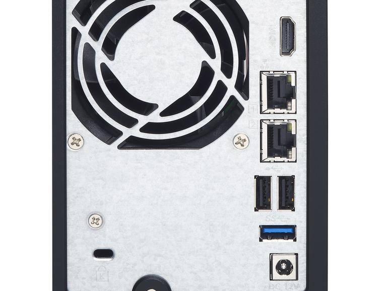 An der Rückseite finden sich diverse Anschlüsse - darunter auch eine HDMI-Buchse zum Anschluss an den Fernseher.