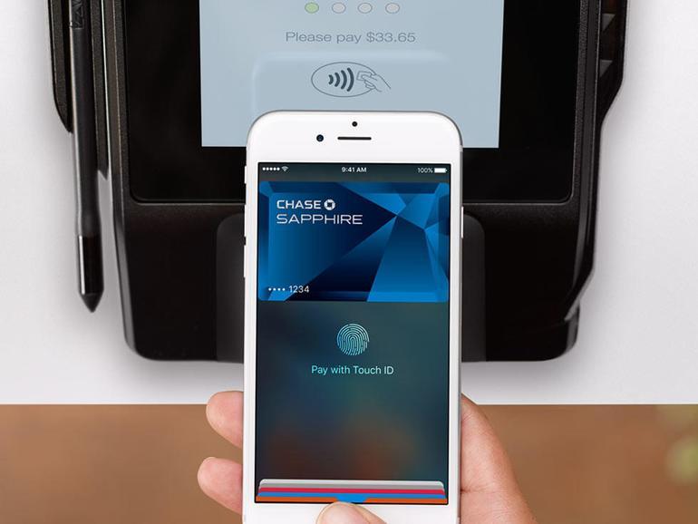So einfach kann's sein: Einfach das iPhone oder die Apple Watch in die Nähe des Terminals halten – et voilà. Leider noch nicht in Deutschland.