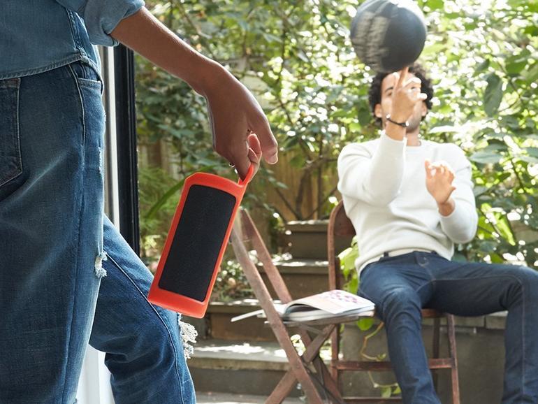 Der Amazon Tap ist ein mobiler Lautsprecher mit Sprachassistenten