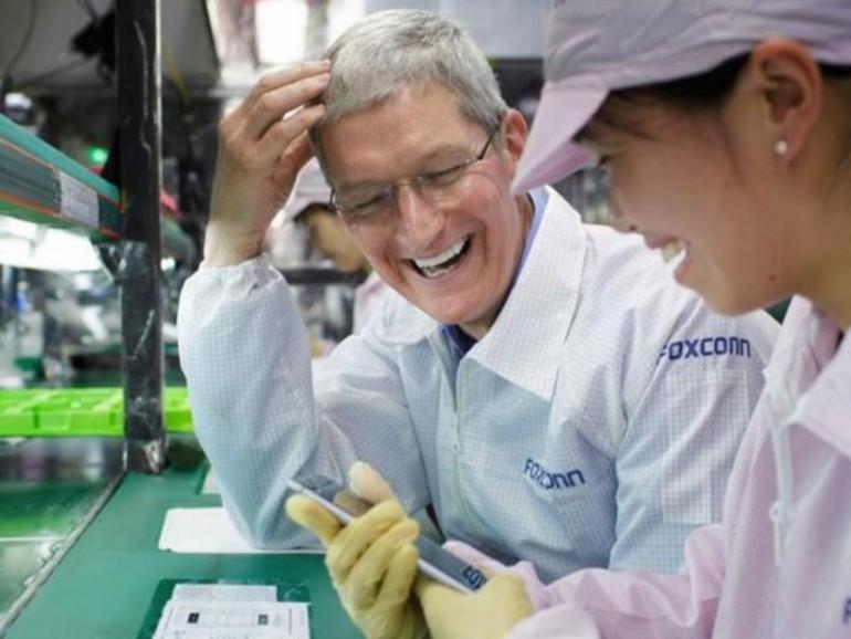 Tim Cook besucht Foxconn