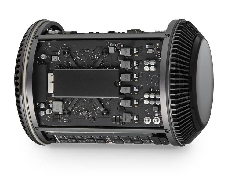 An der Rückseite des Mac Pro 2013 findet man den Flash-Speicher.