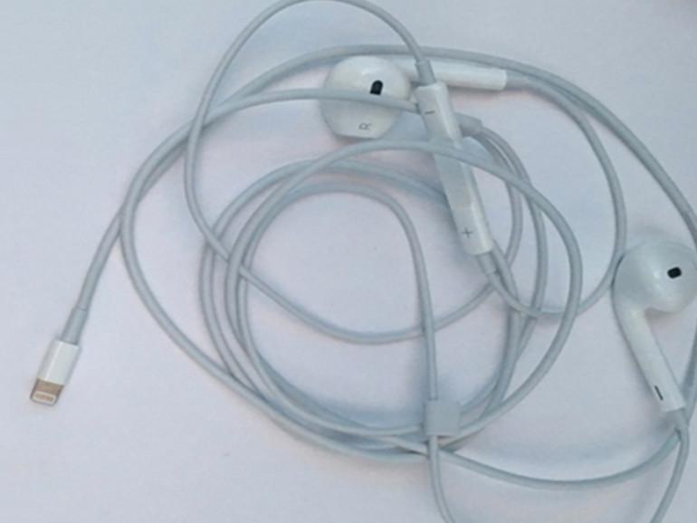Es sind erste Bilder von EarPods mit Lightning-Anschluss gesichtet worden