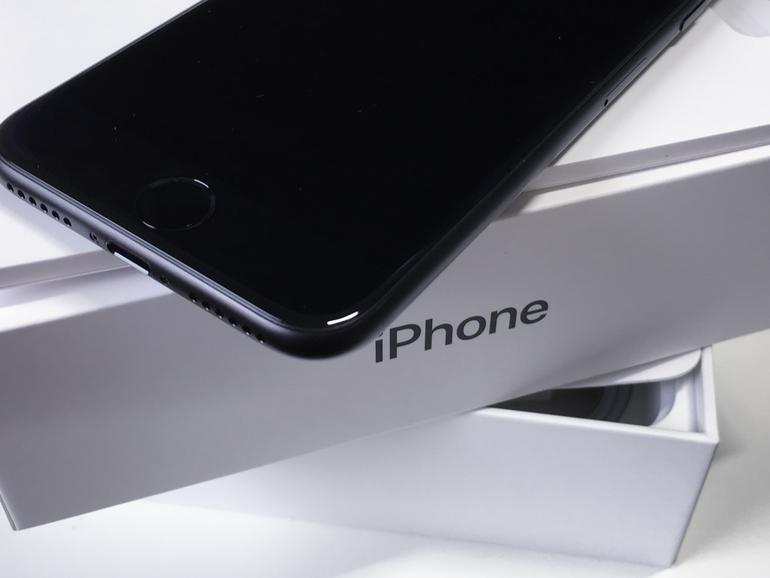 iPhone 7 auf seiner Verpackung