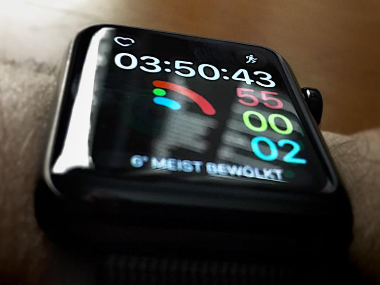 Fitnesszifferblatt auf der Apple Watch Series 2 mit watchOS 3