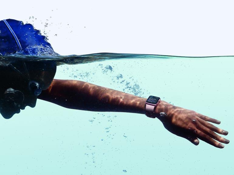 Apple Watch Series 2 beim Schwimmen