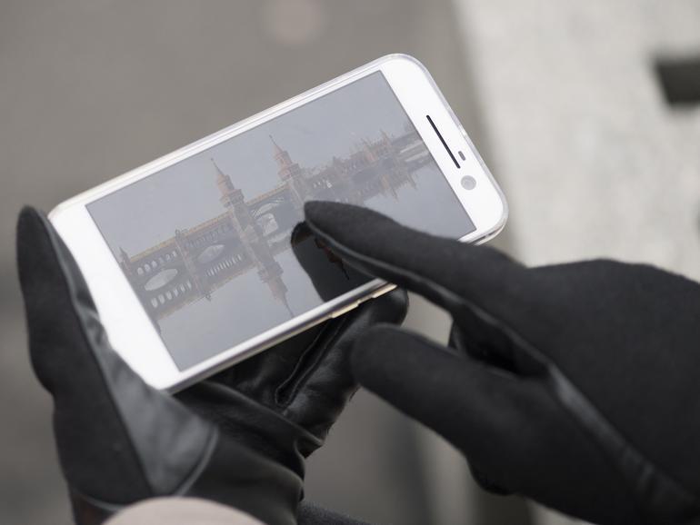 Benutzen Sie Ihr iPhone auch an kalten Wintertagen.
