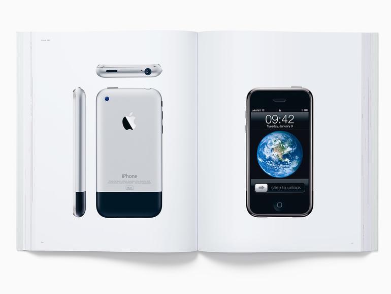Blick ins Buch, hier wird das iPhone der ersten Generation gezeigt