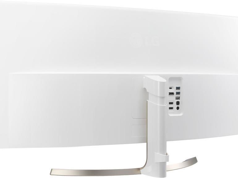 Über die USB-C-Buchse schließen Sie Ihr MacBook an den LG-Monitor an, um es gleichzeitig zu laden.