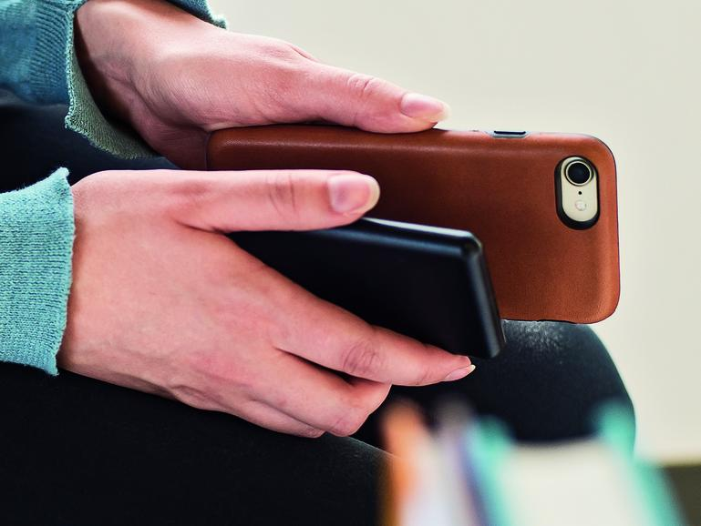 iphone 7 schon jetzt kabellos laden mophie stellt. Black Bedroom Furniture Sets. Home Design Ideas