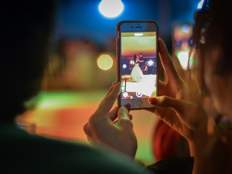 Andenken-Videos aus Fotos: So ändern Sie die Länge und Musikauswahl