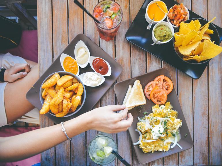 Auf den Weg in den Urlaub lohnt es sich oft die regionale Küche zu genießen